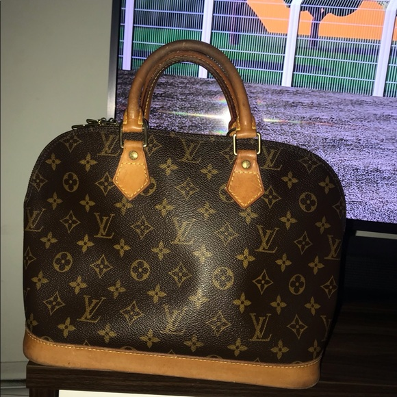 Louis Vuitton Handbags - Authentic Louis Vuitton monogram Alma